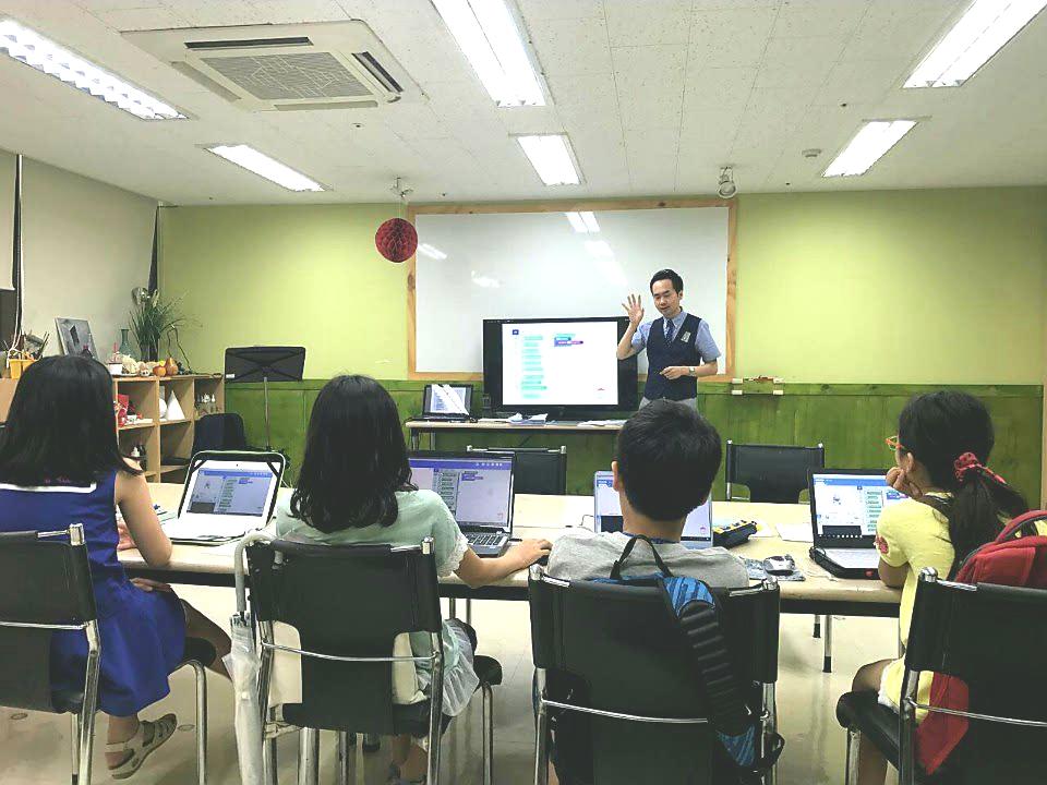아트인영재교육원 여름방학캠프 보도자료 1번째 사진.jpg